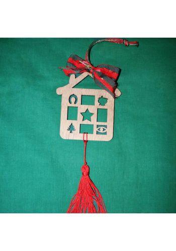 Χριστουγεννιάτικο Ξύλινο Κρεμαστό Γούρι Σπιτάκι με Σχέδια,Φιόγκο και Κρόσια, 30cm